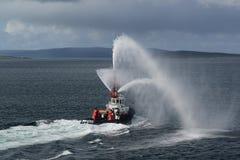 Avfyra räddningsaktionfartyget i de Orkney öarna Skottland Arkivfoton