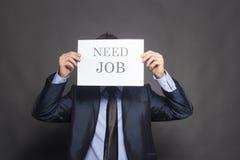 Avfyrad affärsman som söker för ett jobb Arkivbild