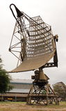 avgådd militär radar Arkivfoton