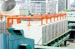 Avgasrörlufthål av industriellt luftbetinga och ventilation uni Arkivfoton