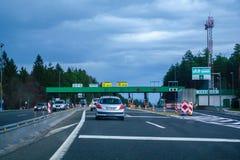 Avgiftstation Vransko på huvudvägen A1 i Slovenien royaltyfri foto