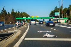 Avgiftstation Vransko på huvudvägen A1 i Slovenien arkivbilder