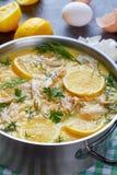 Avgolemono - potage au poulet grec crémeux délicieux photos libres de droits