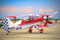 Avião aerobatic de Steen Skybolt que executa um voo da demonstração em Timisoara Airshow, Romênia Fotos de Stock