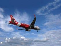 Avião AirAsia no céu Foto de Stock