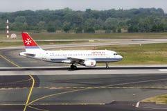 Avião Airbus A319-111 do ar Malta Imagens de Stock Royalty Free