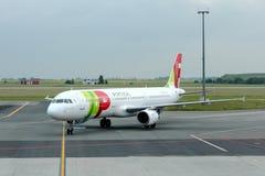 Avião Airbus A321-211 de linhas aéreas de TAP Portugal imagens de stock