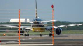 Avião antes da partida video estoque