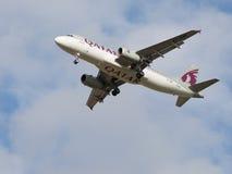 Avião comercial Airbus A320-232 Qatar Airways Imagens de Stock