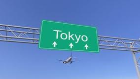 Avião comercial do motor gêmeo que chega ao aeroporto do Tóquio Viagem à rendição 3D conceptual de Japão Imagens de Stock