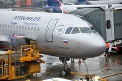 Avião das linhas aéreas do russo de Aeroflot Imagens de Stock