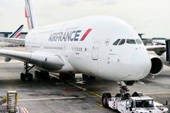 Avião de Air France A380 em Charles de Gaulle International Airp Imagens de Stock Royalty Free