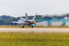 Avião de combate com dispositivo de pós-combustão fotos de stock royalty free