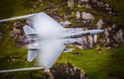 Avião de combate nos dispositivos de pós-combustão completos do reaquecimento Fotos de Stock