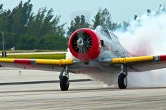 Avião de fumo Imagens de Stock Royalty Free