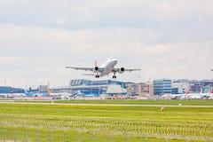Avião de Germanwings após a decolagem, aeroporto Estugarda, Alemanha Foto de Stock Royalty Free