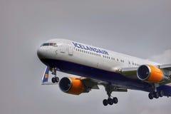 Avião de Icelandair fotografia de stock royalty free