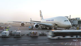 Avião de Korean Air A380 que está sendo mantido no aeroporto Editorial conceptual Imagem de Stock