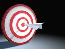 Avião de papel no bullseye Imagens de Stock Royalty Free