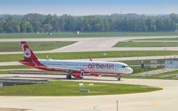 Avião de passageiros Airbus A321 da linha aérea barata de Air Berlin Fotografia de Stock Royalty Free