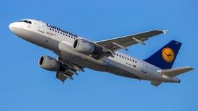 Avião de passageiros de Airbus A319 das linhas aéreas de Lufthansa Fotos de Stock Royalty Free