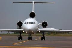 Avião de passageiros civil do russo Yak-42 mostrado taxiing Fotos de Stock Royalty Free