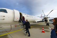 Avião de passageiros de alta velocidade bimotor da turboélice Foto de Stock
