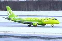 Avião de passageiros de Embraer ERJ170 imagens de stock