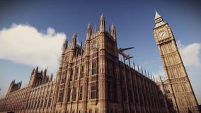 Avião de passageiros que voa sobre o palácio de Westminster na metragem de Londres ilustração royalty free