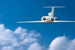 Avião de passageiros sobre nuvens foto de stock royalty free