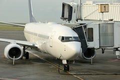 Avião de passagem Fotografia de Stock
