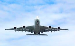 Avião de passagem Fotos de Stock