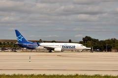 Avião de passagem de Transat do ar Foto de Stock Royalty Free