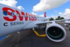 Avião de passagem novo da série C do bombardeiro de Swiss International Air Lines na exposição em Singapura Airshow Fotografia de Stock Royalty Free