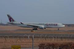 Avião de Qatar Airways Airbus A330 no aeroporto de Copenhaga Imagem de Stock