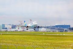 Avião do condor na decolagem, aeroporto Estugarda, Alemanha Foto de Stock Royalty Free