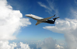 Avião do jato no céu Fotos de Stock Royalty Free