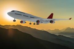 Avião do passageiro no por do sol ilustração royalty free