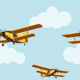 Avião do vintage no teste padrão sem emenda do céu nebuloso ilustração do vetor