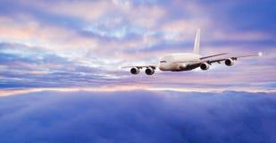 Avião enorme do anúncio publicitário dos passageiros do dois-andar foto de stock