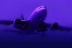 Avião na névoa fotos de stock royalty free