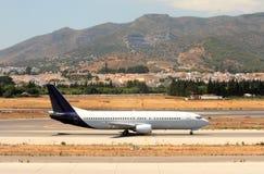 Avião na pista de decolagem no aeroporto de Malaga em Spain Fotografia de Stock