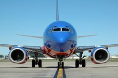 Avião no aeroporto foto de stock