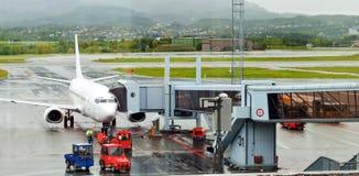 Avião no aeroporto fotos de stock