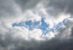 Avião no céu Fotos de Stock