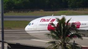 Avião que taxiing após a aterrissagem filme