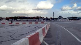 Avião que taxiing na pista de decolagem do aeroporto de Gibraltar video estoque