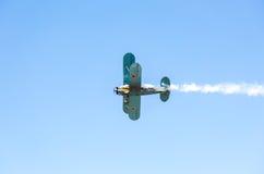 Avião retro Polikarpov PO-2 do russo no céu azul Fotos de Stock