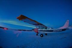 Avião sob as luzes do norte Imagens de Stock