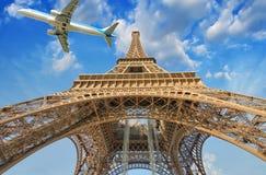Avião sobre Paris, França Conceito do turismo e das férias Imagem de Stock